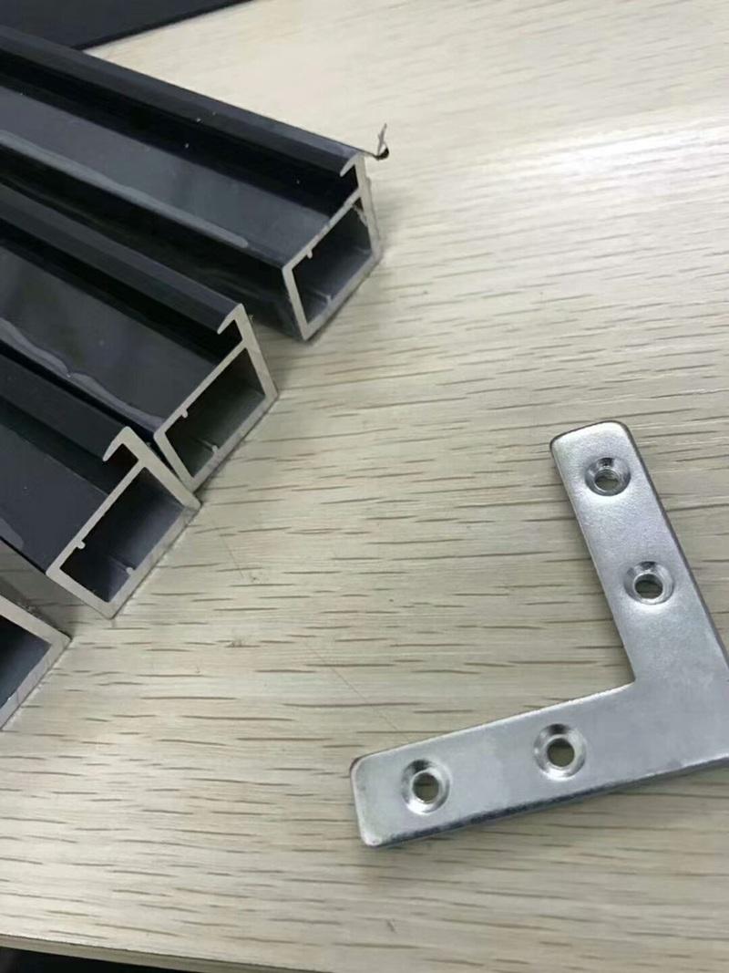 正确的晶钢门贴膜挑选小技巧